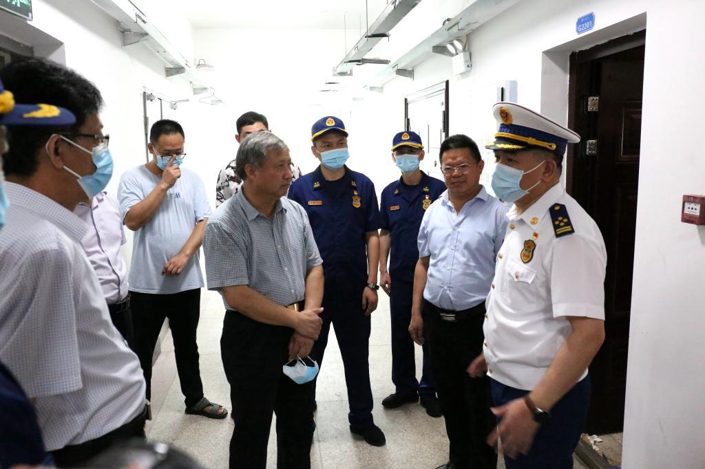 湖北省消防救援总队总队长张道才来我校科技新城校区检查指导消防安全工作
