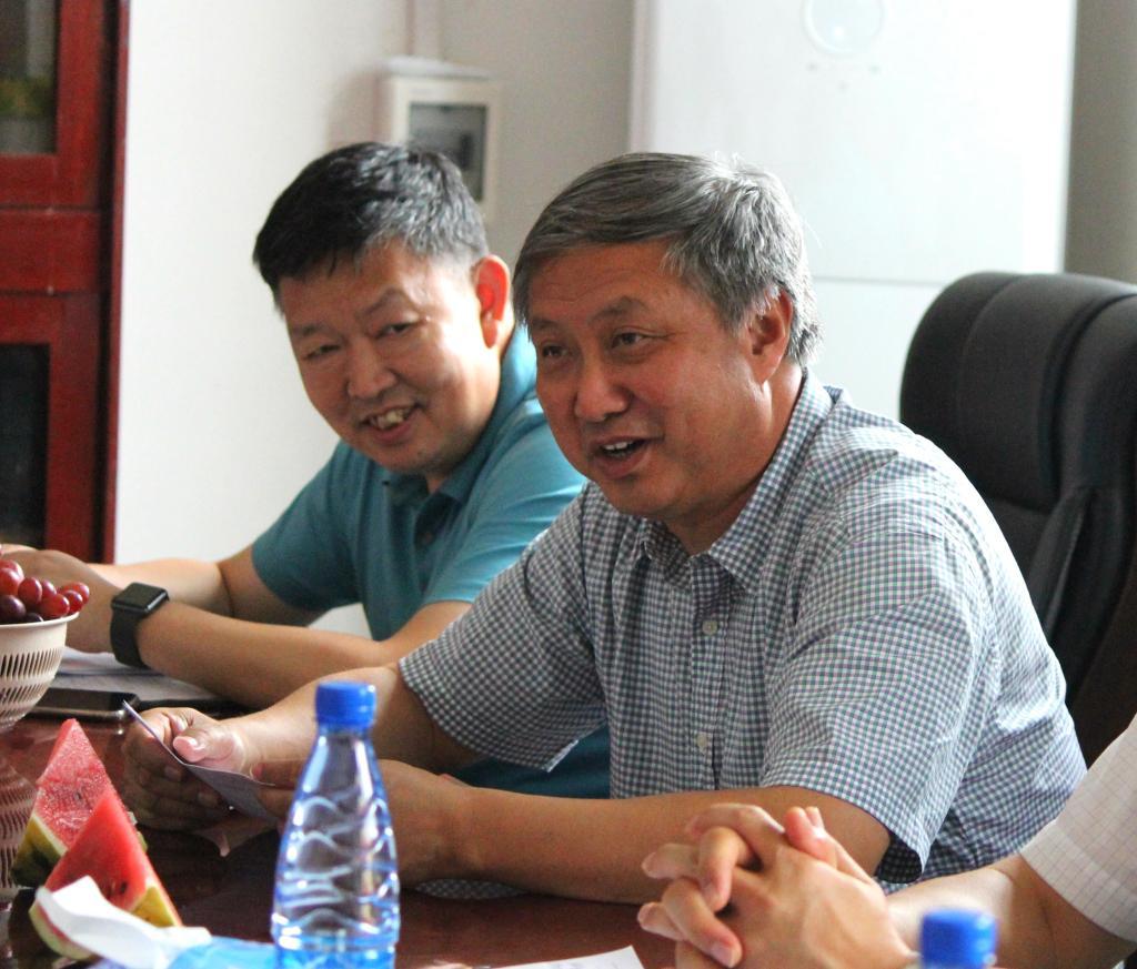长江职院校领导李永健、马发生带领乡村振兴工作队进村报到